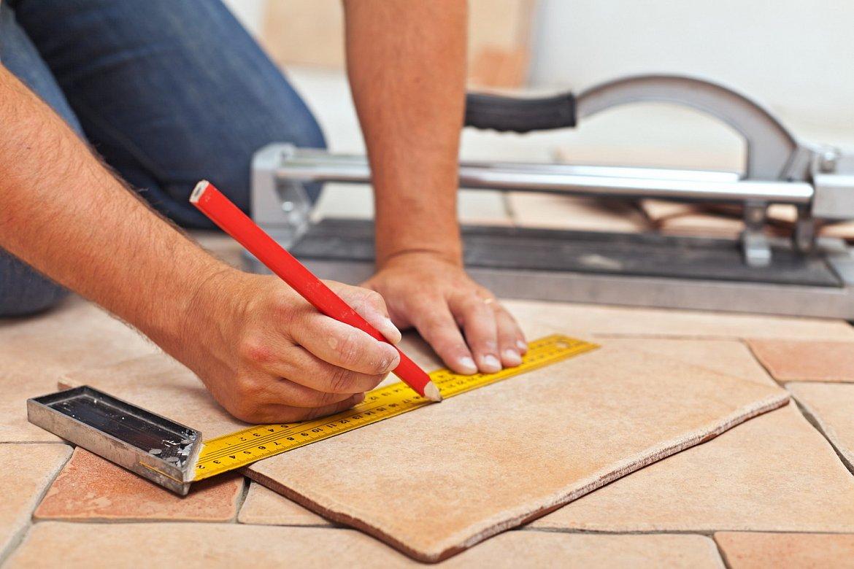 Как класть плитку на деревянную стену?